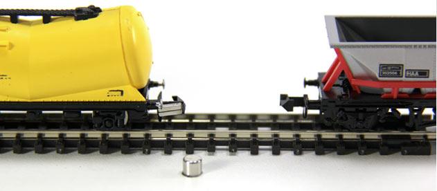 UGC-model-railway-magnetic-coupling[1]