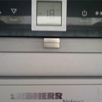 Liebherr-SBSes7523 fridge freezer with magnet overriding the light operation