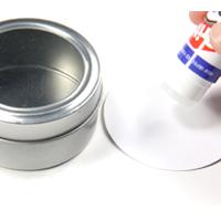 Sticking circular design to favour tin lid