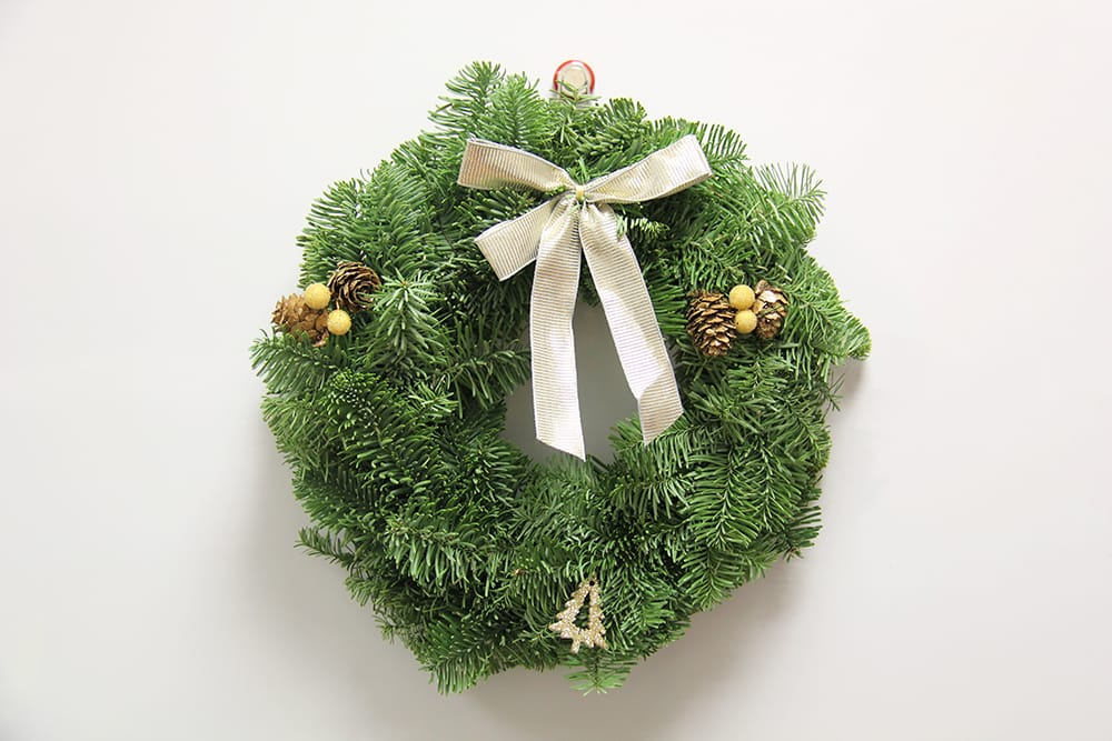 Hang a christmas wreath with magnets